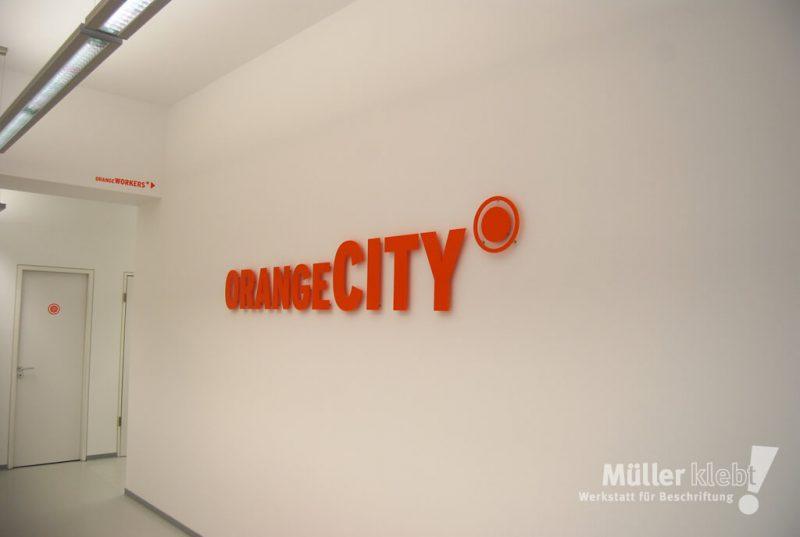 Müller klebt! Leonberg Profilbuchstaben Orange City